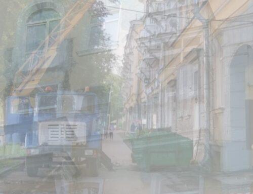 С дома в центре Пскова демонтируют часть балконов